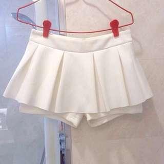 BN Cute white neoprene skorts