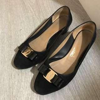 Salvatore Ferragamo Vara Suede Pump shoes