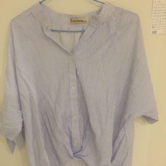 前短後長藍直條紋襯衫