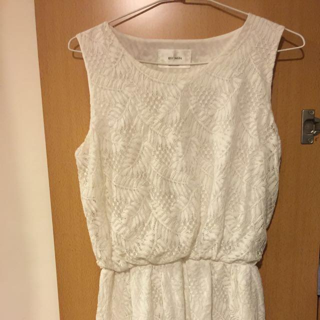 白洋裝縷花