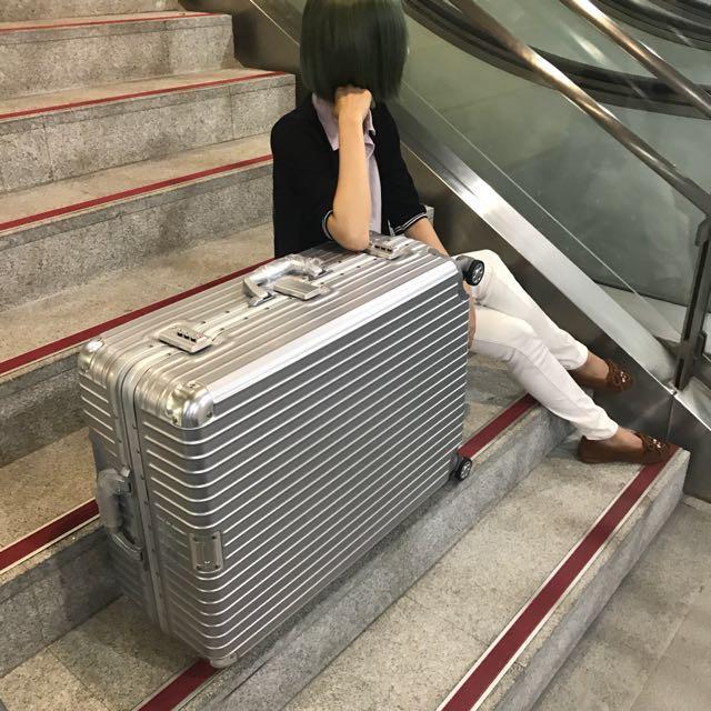 女神時尚 28吋PC硬殼鋁框行李箱 靜音萬向輪拉桿箱 海關密碼鎖旅行箱