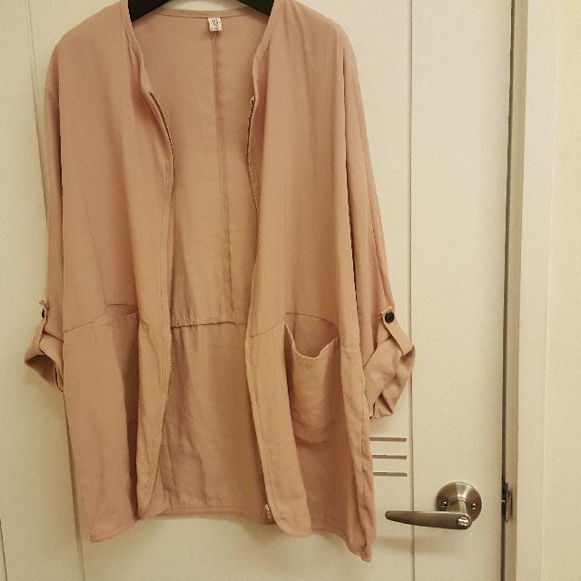 正韓 裸粉色 圓領拉鍊口袋造型反摺外套.罩衫