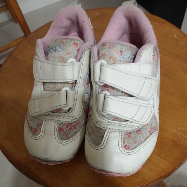 Asics15號女鞋,199元。