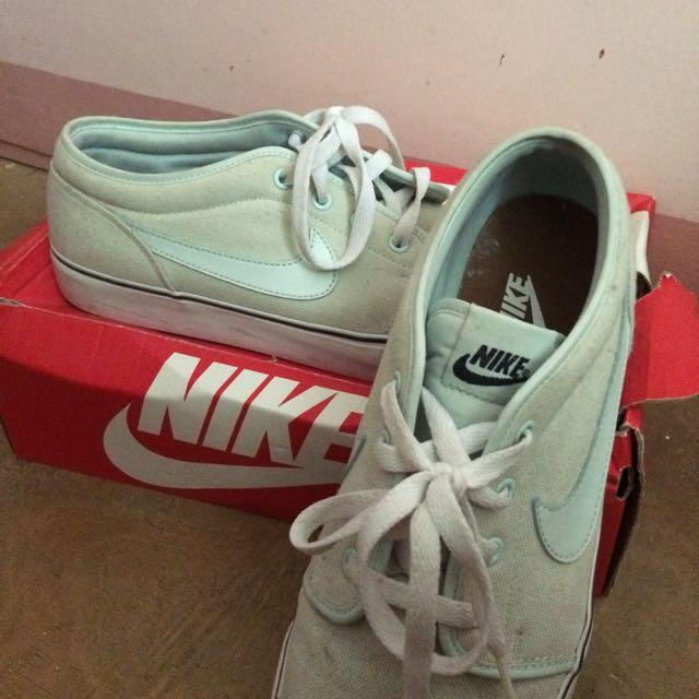 Authentic Nike Capri III Low Lthr