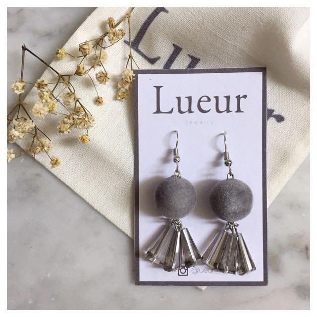 Holly molly (grey) earrings