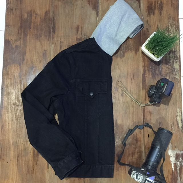 Jacket denim uniqlo ukuran L