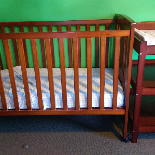 Jolly Cot And Changing Table