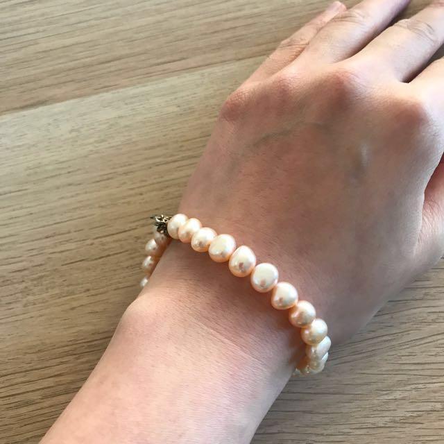 Lovely pearl bracelet