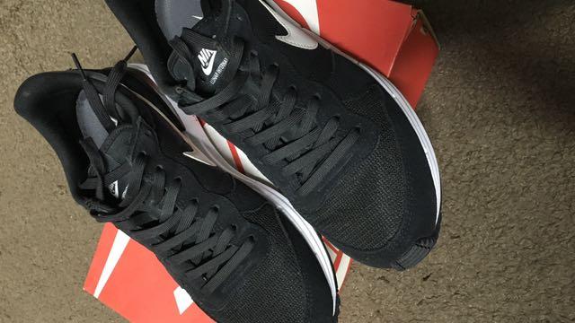 Nike帽跑鞋