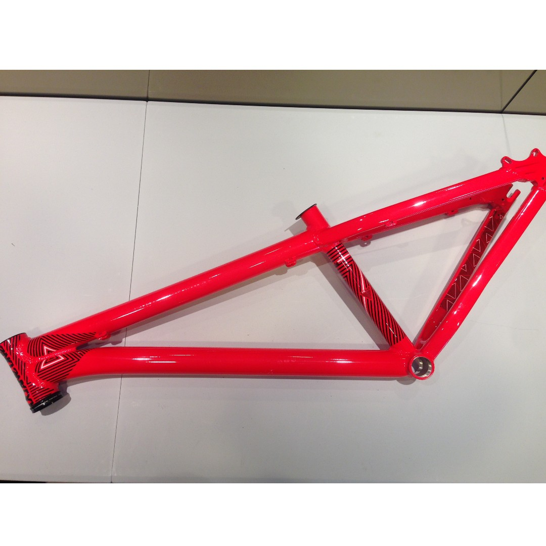 Octane One Zircus Dirt Jump frame 26\