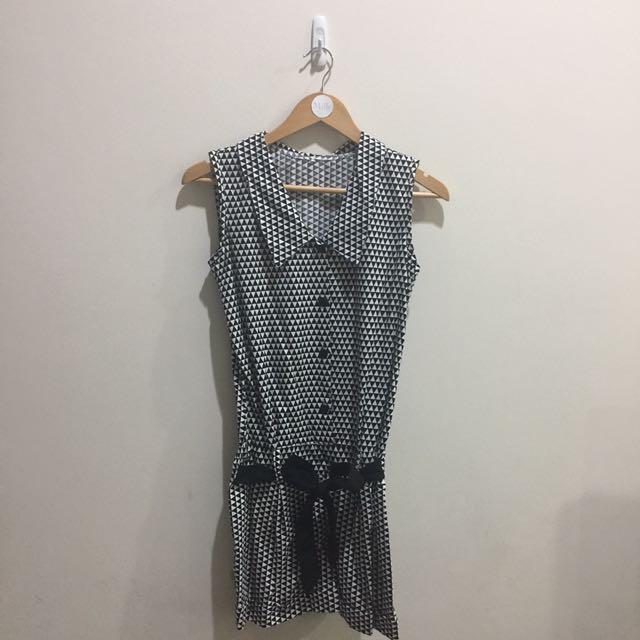 Printed Triangle Collar Jumpsuit