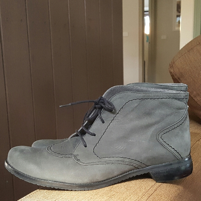 QUAIT - Almost NEW Leather Boots Size 41