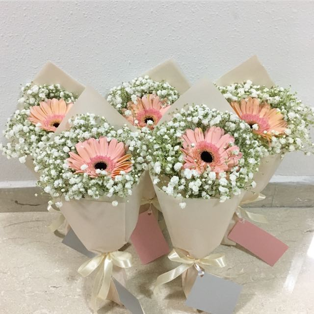 Teachers Day Gift of Fresh Flower Bouquet / Daisy with Baby Breath ...