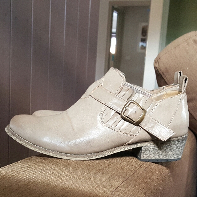 THERAPY as new Boots Size 40