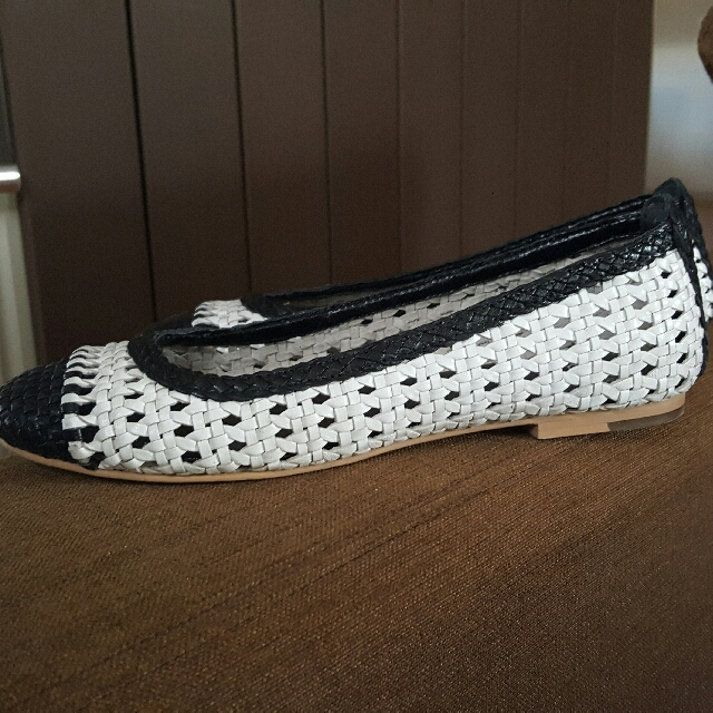 Wittner AS NEW Ladies Leather Flats Size 40