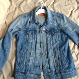 Levis women original trucker size small