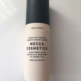 Mecca Cosmetica brush with success - brush cleanser mist