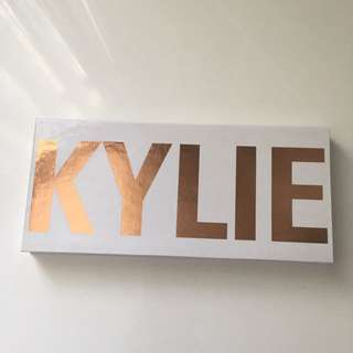 Kylie Cosmetics - Royal Peach eyeshadow palette