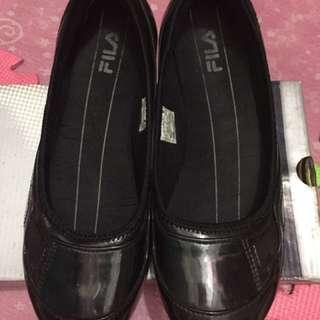 Fila comfy black shoes