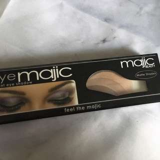 Eye Majic instant eyeshadow