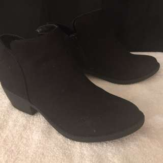 Suede Ankle Boot Black - size 7