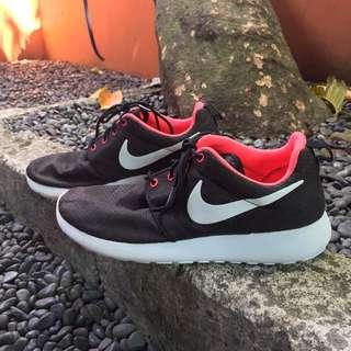 Wmns Nike Rosherun Size 9 40,5