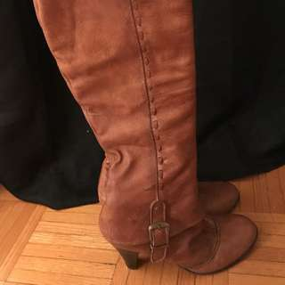 Brown's Knee High Genuine Leather Camel Boots - size 37 (7)
