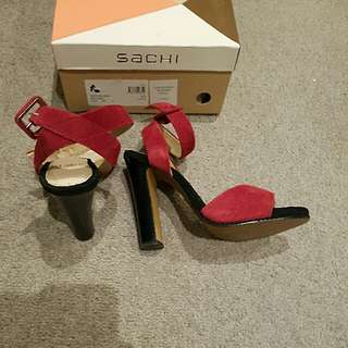 Sachi Suede Red And Black Heels Size 6.5