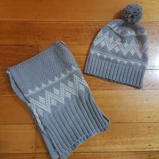 GORMAN Beanie And Scarf Matching Set