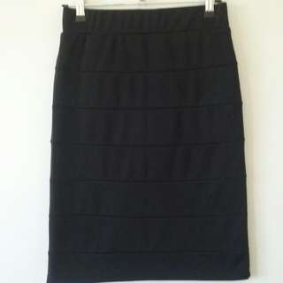 Ladies Black Bodycon Bandage Style Skirt (Size 8)