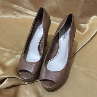 f8bce45c57eda8 PLUS FIVE brown leather wedge size35