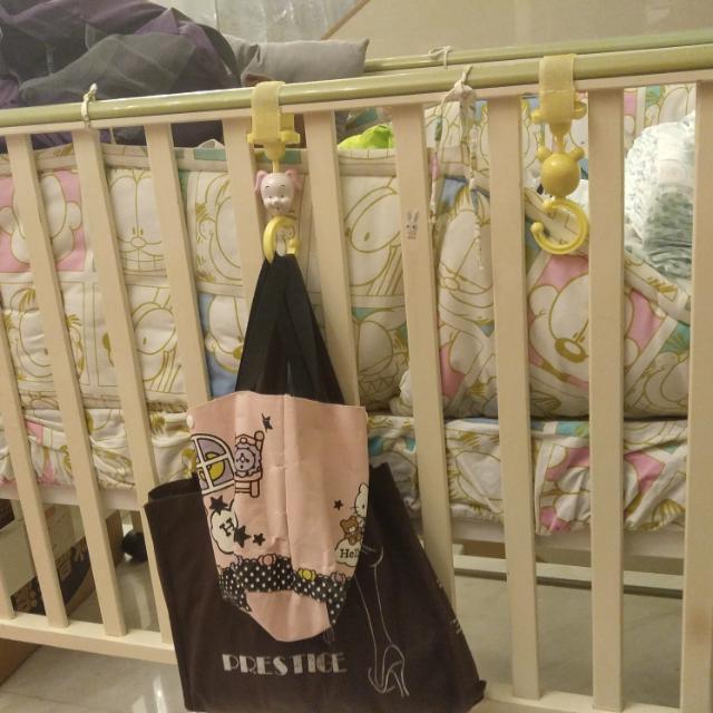 帶碌嬰兒床