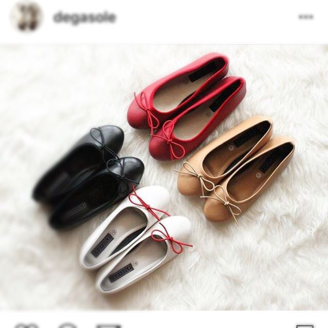 Brown flat shoes by Degasole (size 35)