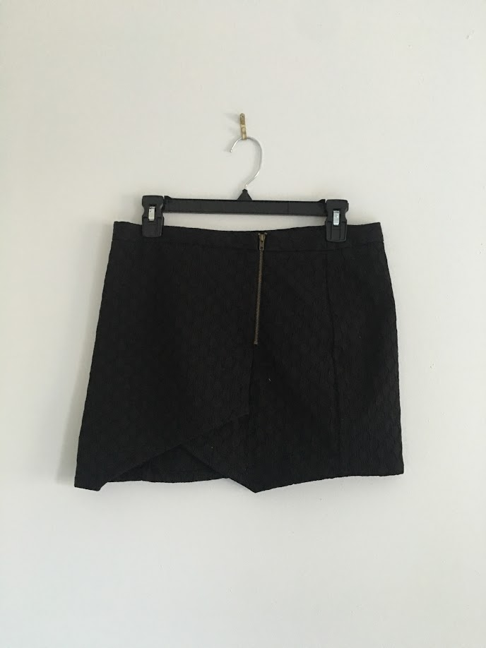 Detailed Zip-Up Skirt