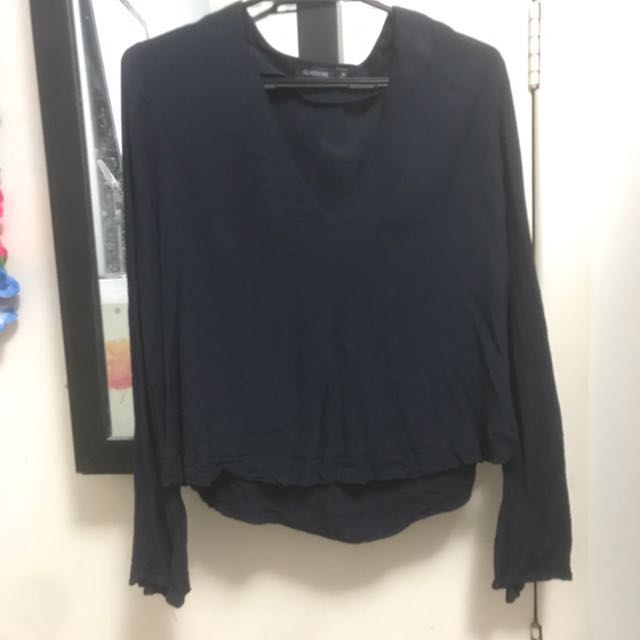 GLASSONS Size 8 V-cut blouse w/ flare sleeves