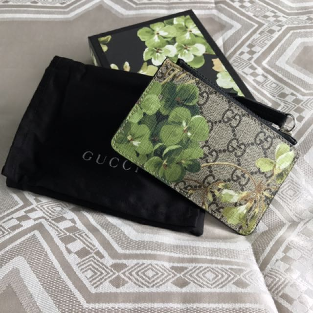 42aa869239f Gucci GG Blooms key case Coin Pouch Limited Edition