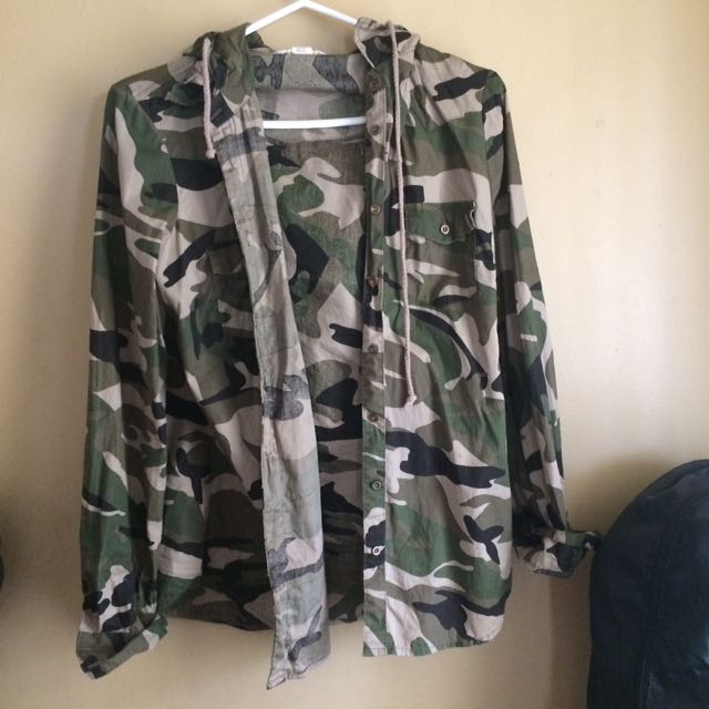 Hooded camo jacket/button up
