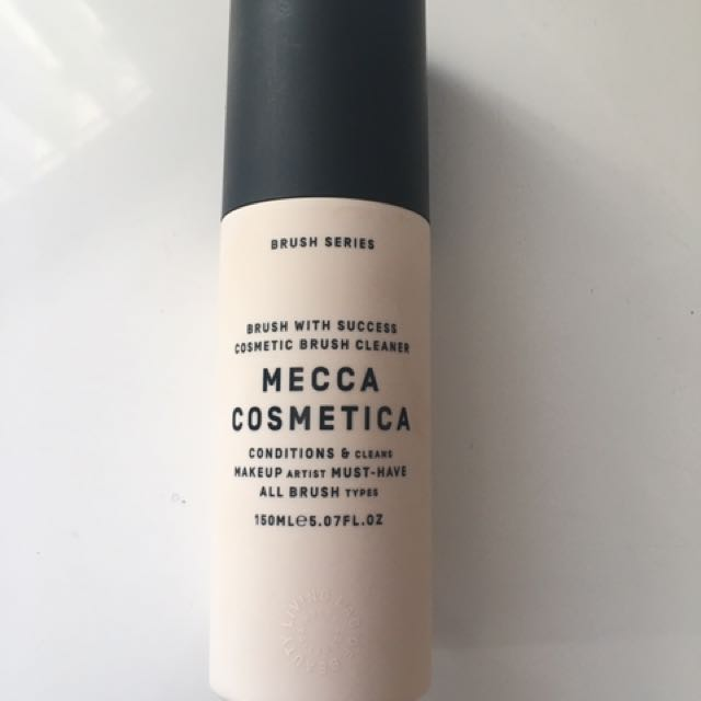 Mecca Cosmetica brush with success - brush cleanser mist