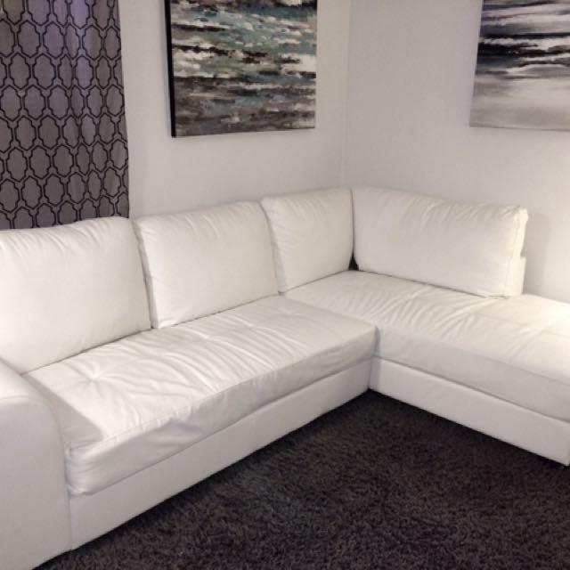***MODERN WHITE FAUX LEATHER SECTIONAL COUCH NEED GONE ASAP***