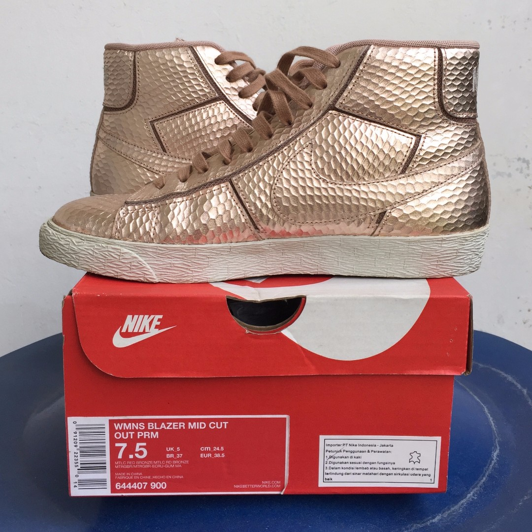 info for c2eb7 cff86 NIKE Blazer Mid Cut Out PRM, Women s Fashion, Women s Shoes on Carousell
