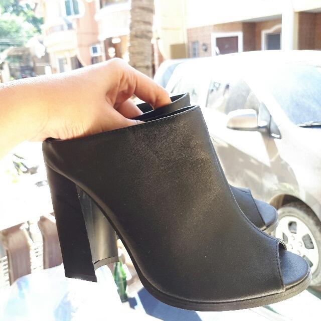 Parisian Black Heels Size 7