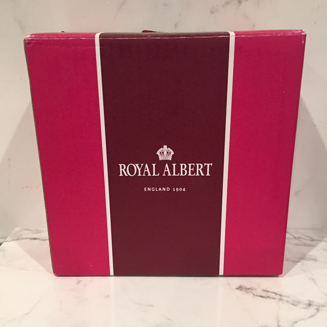 Royal Albert ring holder