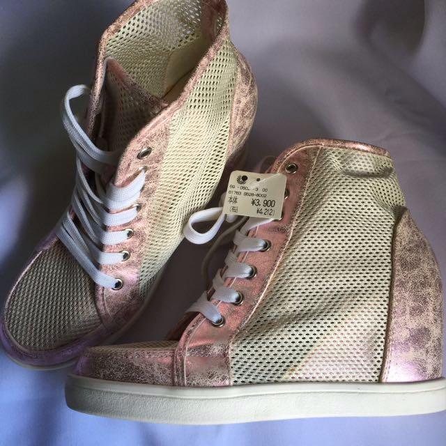 RUSH SALE! In heel Shoes