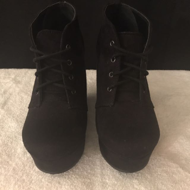 SHI Flavour Wedge Ankle Booties Black - size 7.5