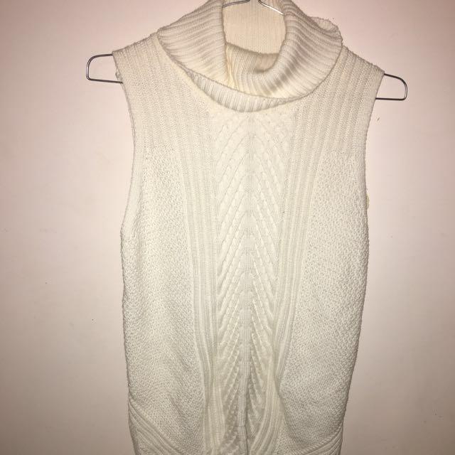 White turtle necked knit