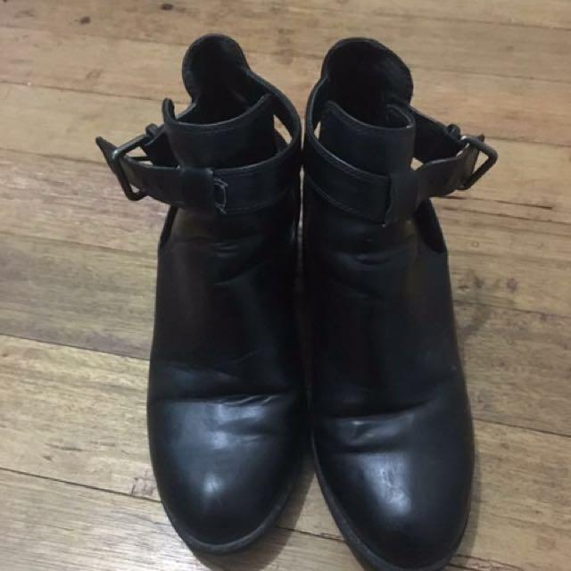 Zara Black Boots 💖