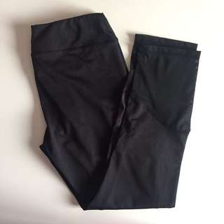 Capri leggings with mesh