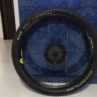 Carbon wheelset:2016 Carbon Wheels Giant TRX-1 650B 27.5