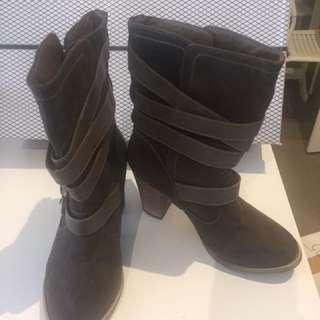 Novo Shoes 35