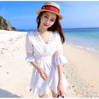 全新現貨❤️假兩件蕾絲娃娃衫海邊度假渡假沙灘短裙v領收腰顯瘦連身裙💕